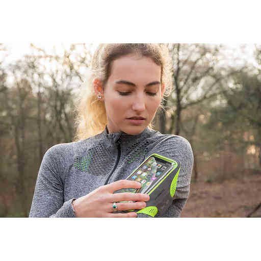 Casetastic Comfort Fit Sport Armband Apple iPhone XR Neon Pink